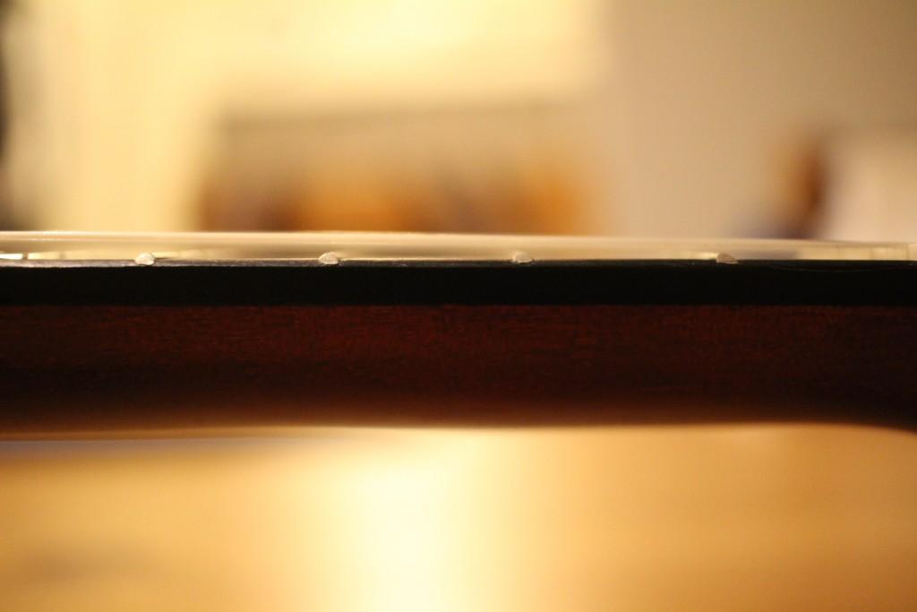 ARIA AU-1の弦高