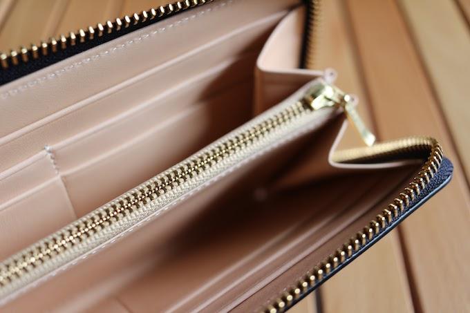財布の中側