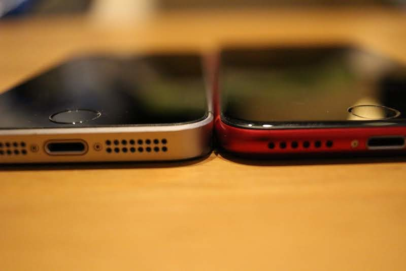 iPhoneSEとiPhone8の厚みの比較