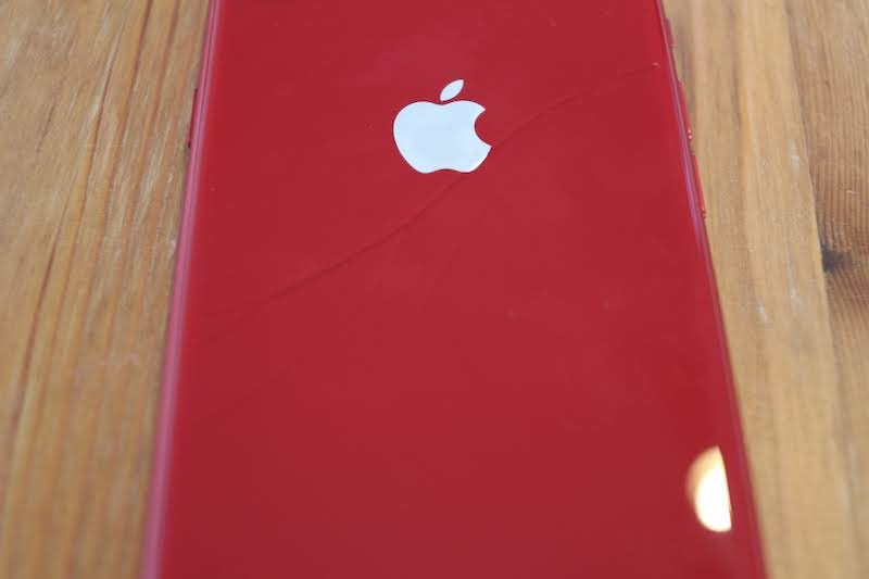 iPhone8背面ガラスの割れ