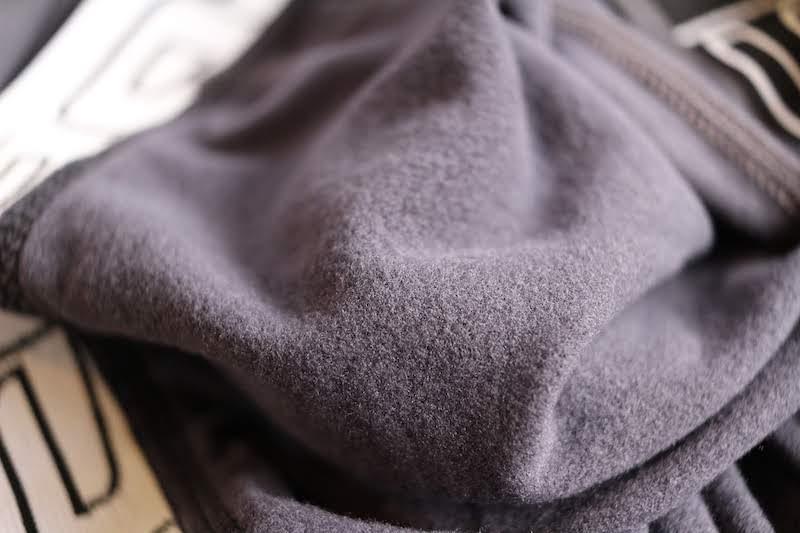 テスラの冬用タイツの裏面
