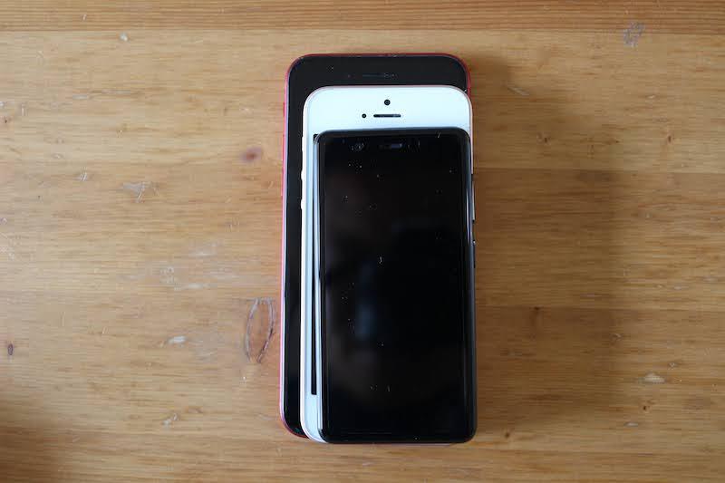 iPhoneSE・8・Rakuten Miniを重ねた